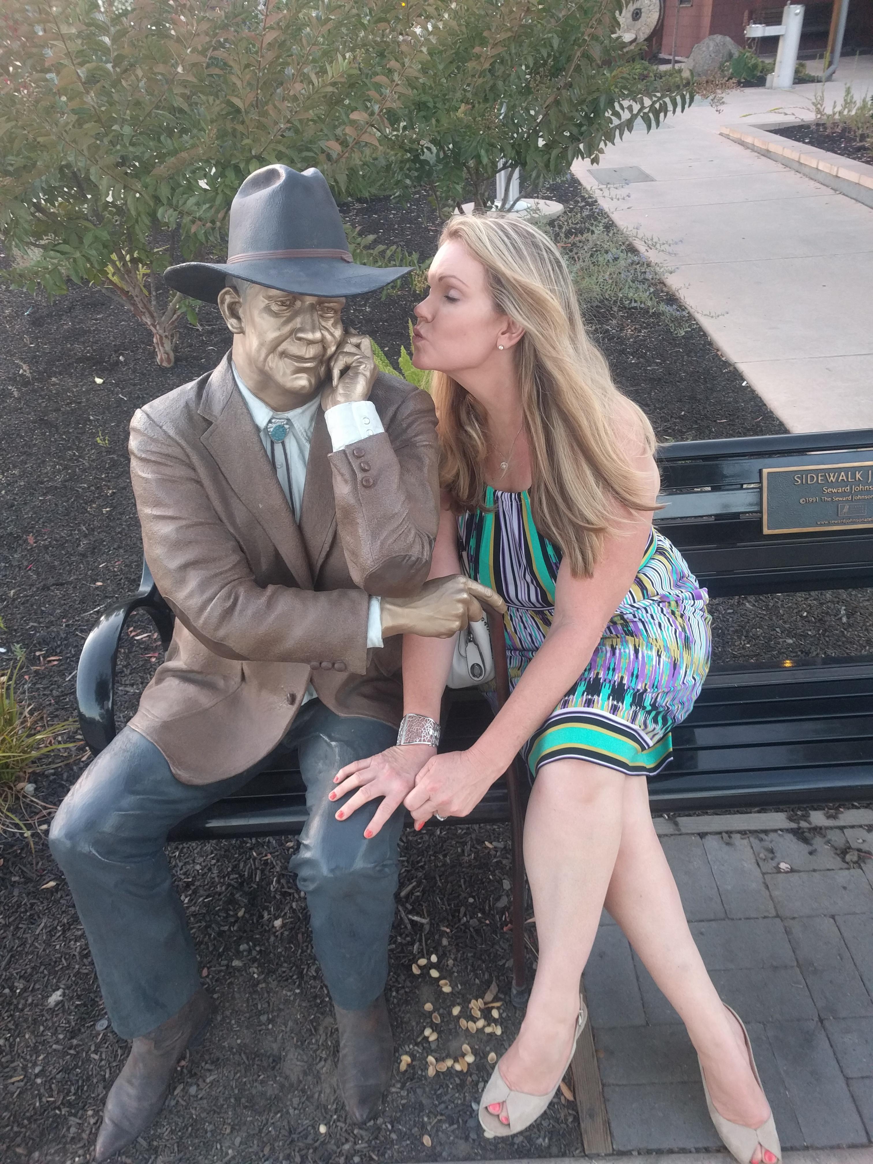 calistoga_gina_bench_statue_kissing