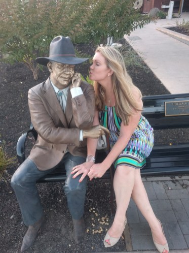 calistoga_gina_bench_statue_kissing