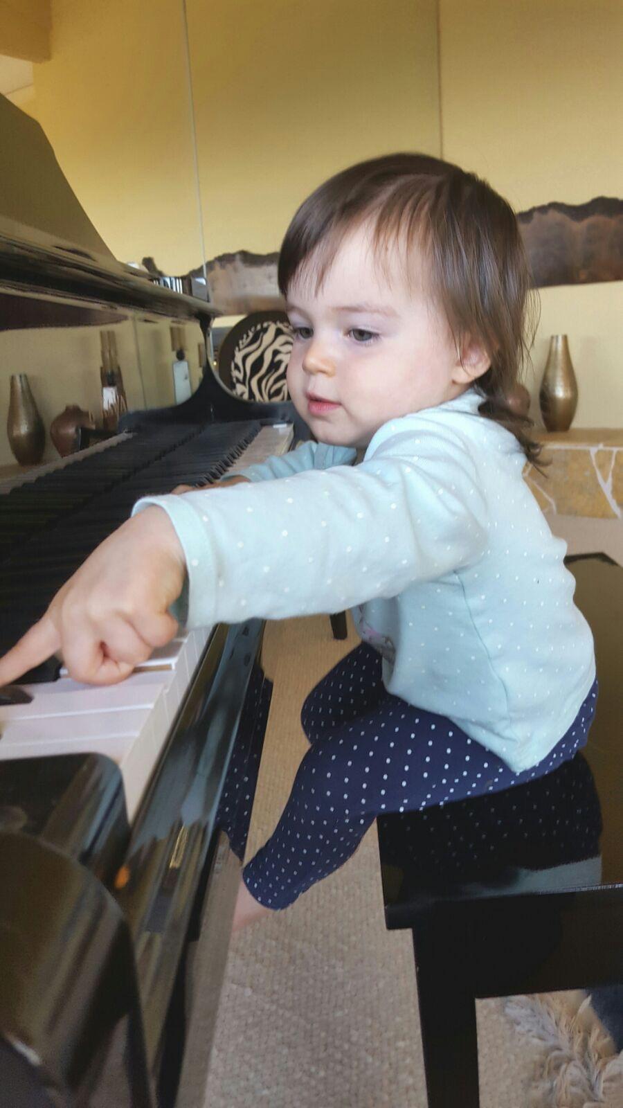 playing_piano_2