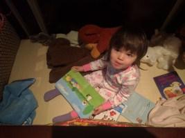 crib_with_books