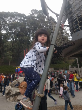 playground_climbing_ladder