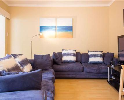 Upmarket Modern 1Bedroom Flat on Kloofnek