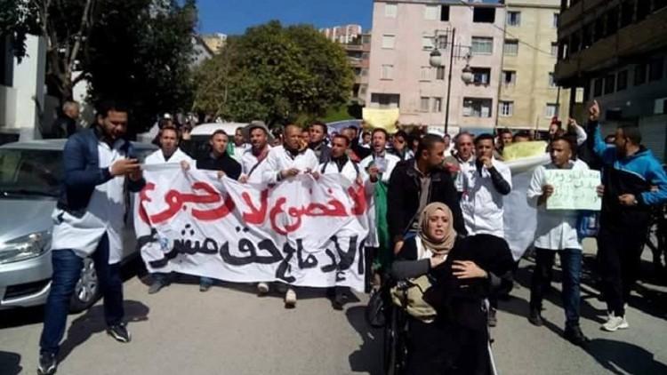 الأساتذة المتعاقدون بجهة الدار البيضاء سطات يؤسسون إطارا لهم، ويتدارسون سبل الدفاع عن مصالحهم