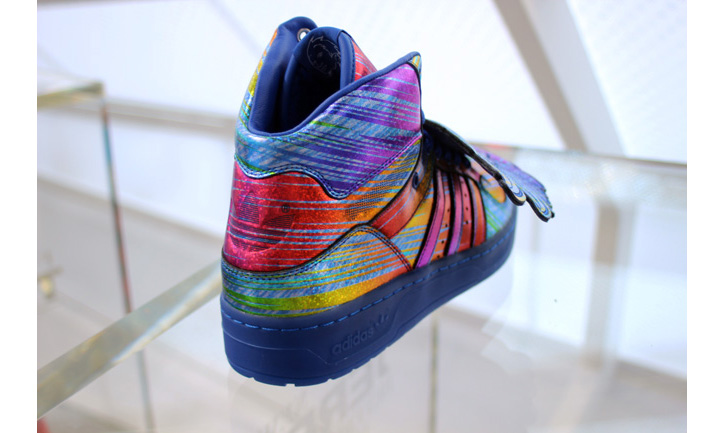 Photo02 - adidas Originals by Jeremy Scott 2013 Spring/Summer JS Wings Hologram