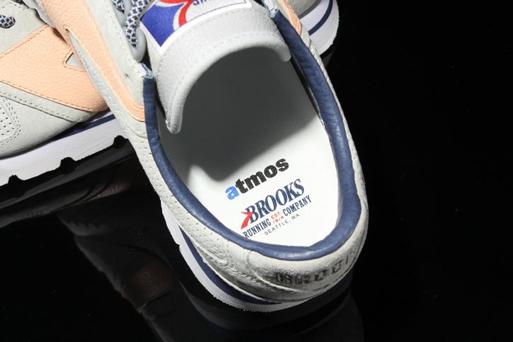 Photo05 - ブルックスは、atmosとMila Owenによるコラボレーションモデル BROOKS x atmos x Mila Owen CHARIOTを発売