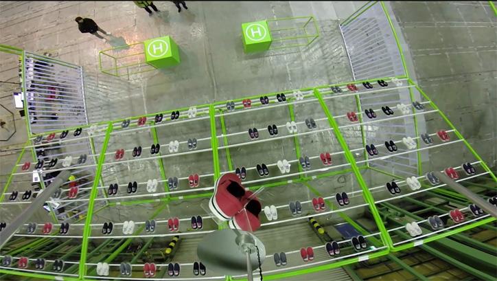 """Photo04 - クロックス x ドローンによる flying norlin project """"空中ストア"""" が東京ミッドタウンにて期間限定で開催"""