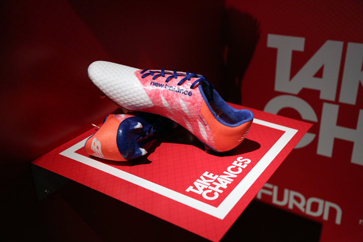Photo11 - マンチェスター・ユナイテッド所属のマルアン・フェライーニ選手を招いた New Balance FOOTBALL 2015FW BOOTS REVEAL PARTY が開催