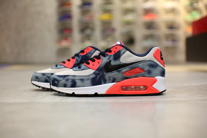 "Photo05 - Interview with Sports Lab by atmos Director Koji ""NIKE AIR MAX 90 Bleach Denim Collection"""