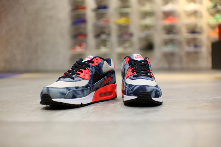 "Photo06 - Interview with Sports Lab by atmos Director Koji ""NIKE AIR MAX 90 Bleach Denim Collection"""