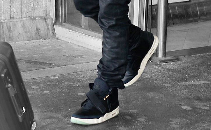 Photo01 - NIKE AIR YEEZY 2