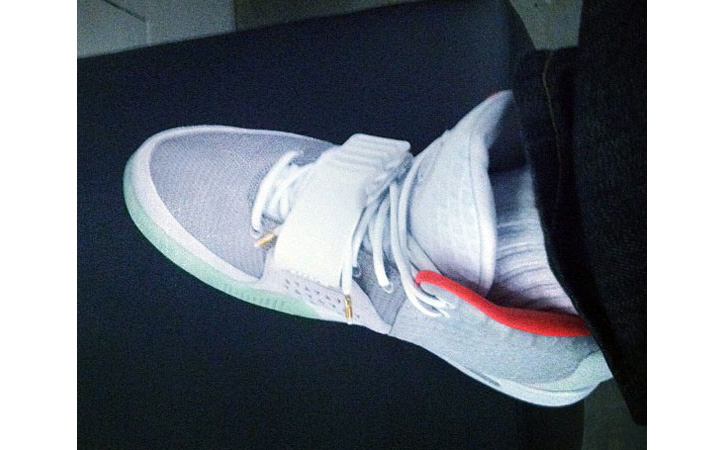 Photo01 - Nike Air Yeezy 2 – Zen Grey – Red