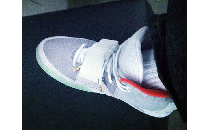 Photo01 - Nike Air Yeezy 2 – Zen Grey – Red