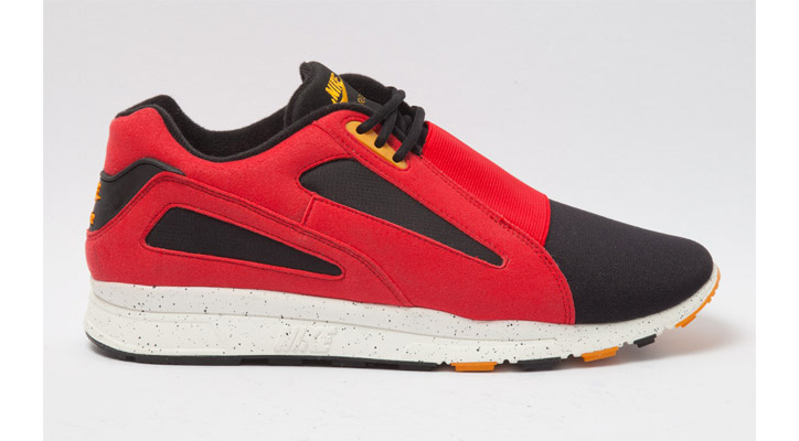 Photo01 - NIKE AIR CURRENT UNIVERSITY RED