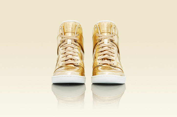 Photo03 - NIKE Metallic CollectionからNIKE DUNK SKY HIGH Au / Ag を発売