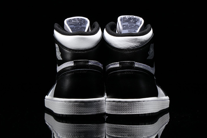 Photo05 - NIKE AIR JORDAN 1 RETRO HIGH OG BLACK/WHITE が発売