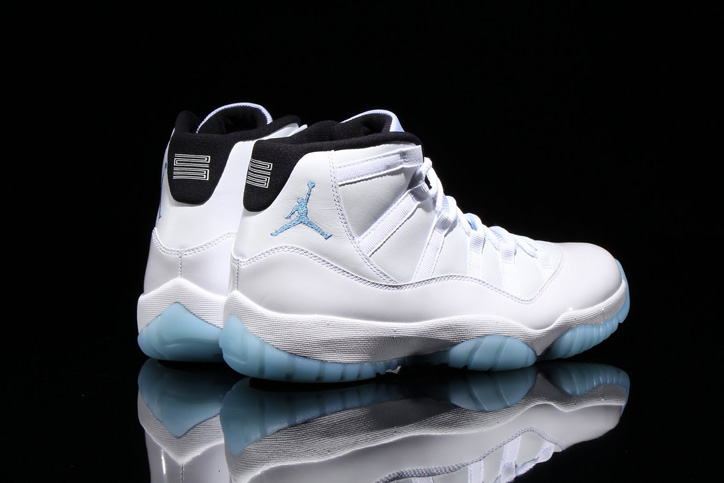 "Photo04 - 通称""LEGEND BLUE""と呼ばれる NIKE AIR JORDAN 11 WHITE/LEGEND BLUE が発売"