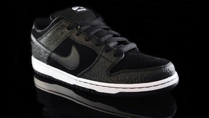 "Photo01 - ENTOURAGE x NIKE SB DUNK LOW ""LIGHTS OUT"""
