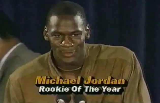 NIKE-AIR-JORDAN-1-RETRO-HIGH-OG-ROOKIE-OF-THE-YEAR-14