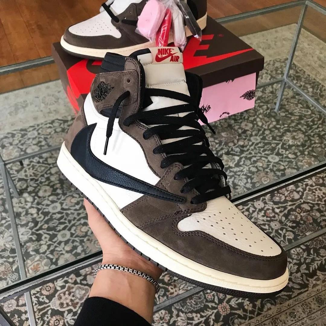 Nike Travis Scott Air Jordan 1 Retro High OG-02