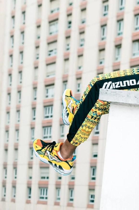 DJ スネーク × パ―ドゥン マイ フレンチ × ミズノ ウェーブ ライダー 1 プレミアム (DJ SNAKE x Pardon My French x Mizuno Wave Rider 1 PRM)