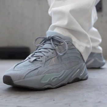 adidas-Yeezy-Boost-700-V2-FV8424-Hospital-Blue-02