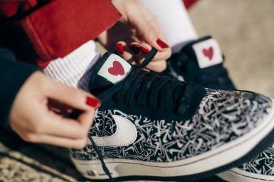 "Nike エア フォース 1 ""バレンタインデー 2020"" (Nike_Air Force 1_Valentine's Day_BV0319-002)"