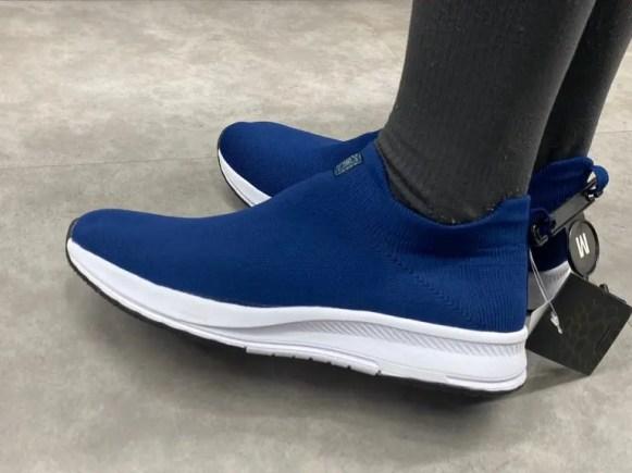 Workman_neoism_sockshoes_wearing