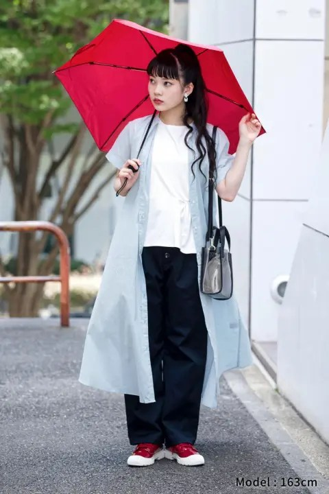 GUのレインスニーカーのコーデ2(GU_by Uniqlo_rain_sneakers_red_style)