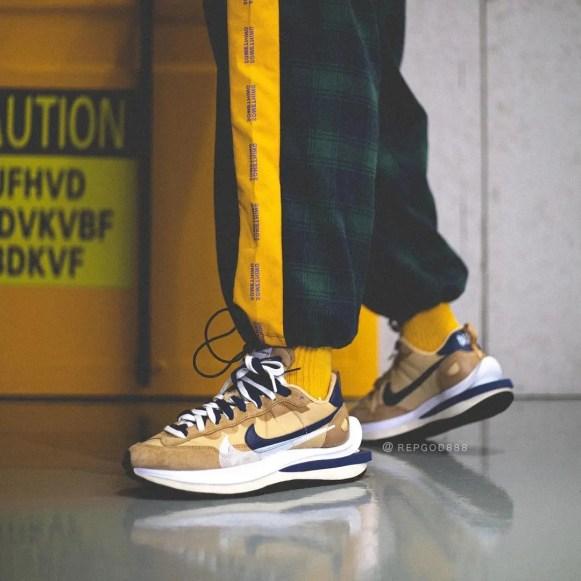Sacai Nike VaporWaffle Sesame Blue サカイ ナイキ ヴェイパー ワッフル コラボ セサミ ブルー pair back wearing