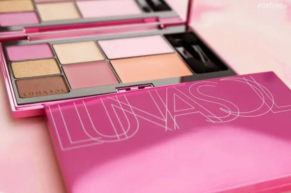 ルナソル クリスマス コフレ 2020年 ホリデー 限定 コスメ Lunasol Christmas Cosmetics 2020 Eyeshadow Palette