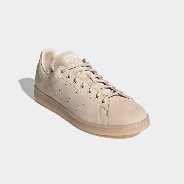 エミ × アディダス オリジナルス スタンスミス emmi × adidas Originals Stan Smith_FZ3644_from_front