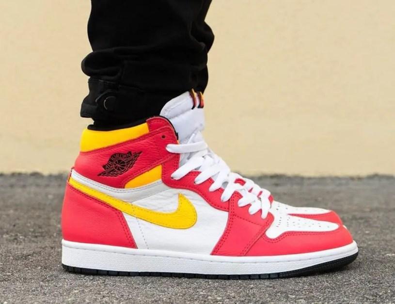 """ナイキ エア ジョーダン 1 ハイ OG """"ライト フュージョン レッド""""Nike-Air-Jordan-1-High-OG-Light-Fusion-Red-555088-603 wearing"""