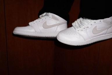 "Nike Air Jordan 1 High '85 ""Neutral Grey"" / ナイキ エアジョーダン 1 ハイ 85 ""ニュートラルグレー"" BQ4422-100 wearing image pair swoosh"