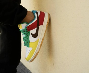 "Nike Dunk Low SE ""Free 99"" ナイキ ダンク ロー SE ""フリーナインティナイン"" White/ Light Chocolate-Roma Green DH0952-100 wearing"