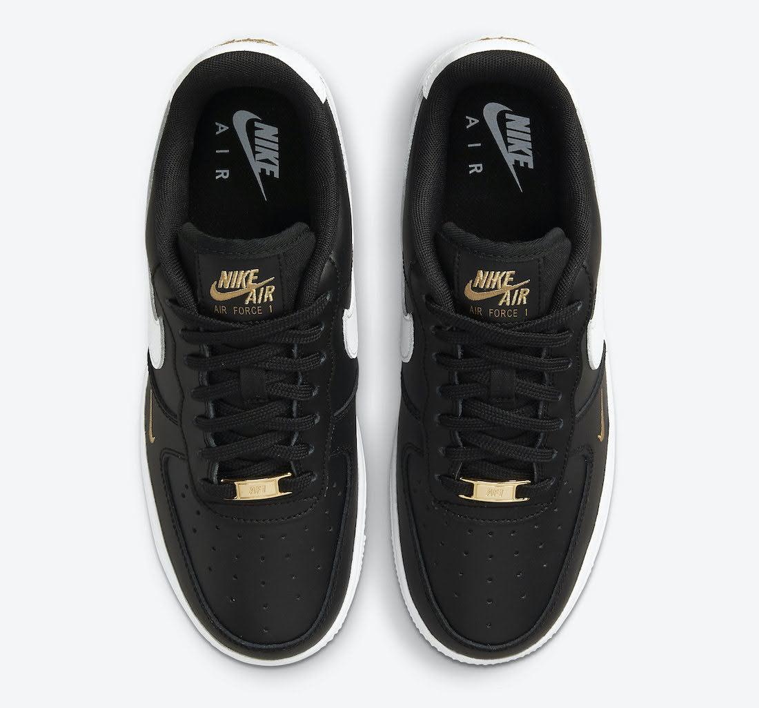 """ナイキ エア フォース 1 ロー """"ゴールド ミニ スウッシュ"""" (ブラック) Nike-Air-Force-1-Low-Black-Gold-White-CZ0270-001-top"""