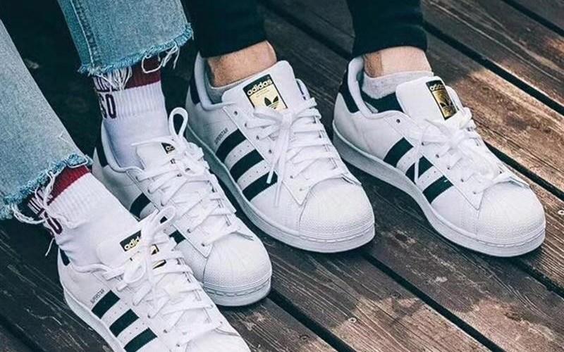 カップル スニーカー アディダス 白 黒 おそろい ペア Couple Sneakers adidas Superstar White Black