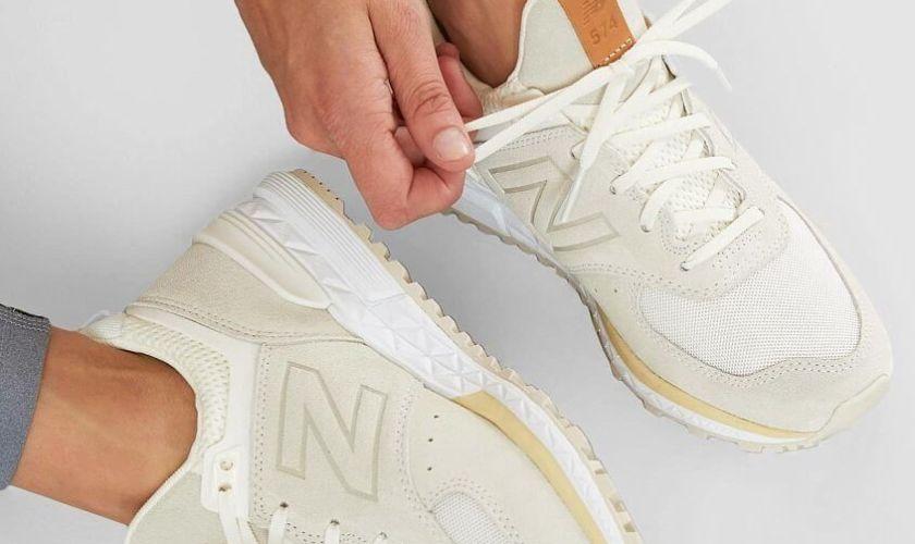ニューバランス 574 スニーカー 人気 おすすめ ベージュ ホワイト New Balance 574 Sport Shoe - Women's Shoes in Sea Salt Vanilla _ Buckle