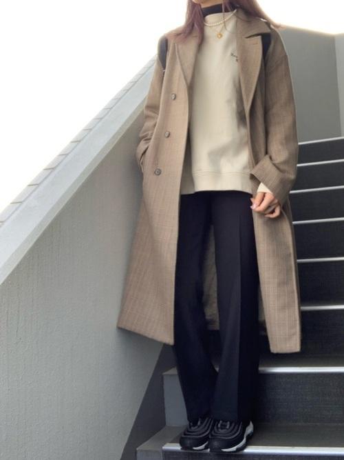 大人カジュアルコーデ slacks-sneakers-ladys-styles-black-slacks-casual