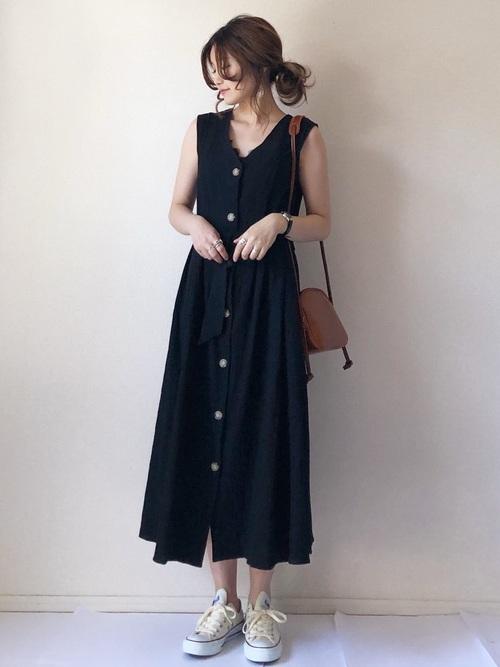 【春夏】ダークトーンのシックなワンピース sneakers-dress-style-dark-tone-dress-2