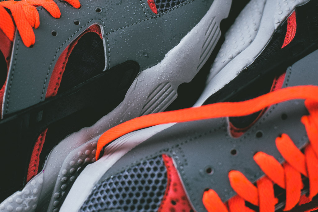 nike-air-huarache-cool-grey-bright-crimson-2
