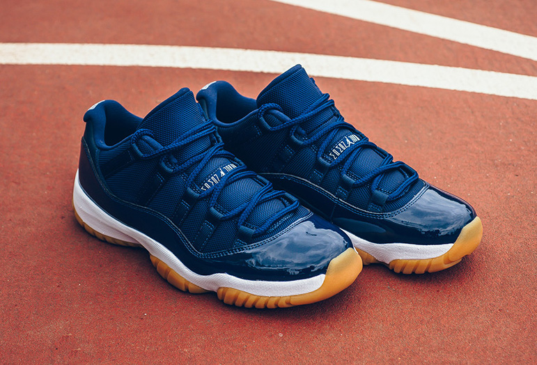 Air Jordan 11 Retro Low Midnight Navy Gum