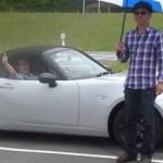 動画 マツダのロードスターの幌開閉を、普通の傘の開閉と比較したら想像以上の結果に