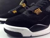 air-jordan-4-royalty-black-gold-11