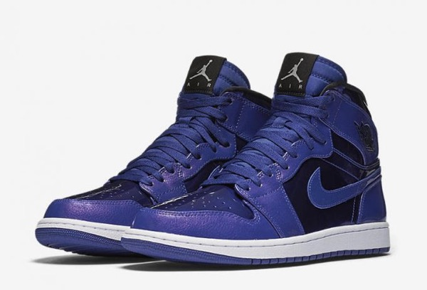 air-jordan-1-retro-high-deep-royal-blue-black-white-681x464