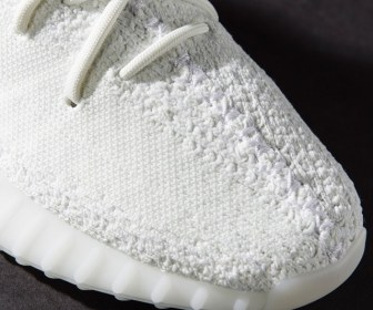 "4月発売予定か YEEZY BOOST 350 V2 ""WHITE"""