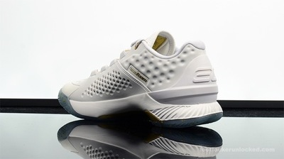 Foot-Locker-Under-Armour-Curry-1-Low-Friends-and-Family-5.jpg