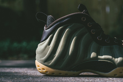 nike-air-foamposite-one-suede-olive-release-date-change-03.jpg
