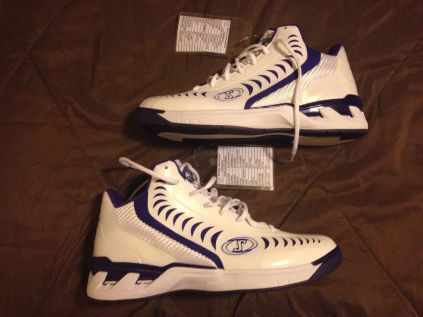 Spalding Basketball Shoe - Jimmer Fredette Sample Sacramento Kings
