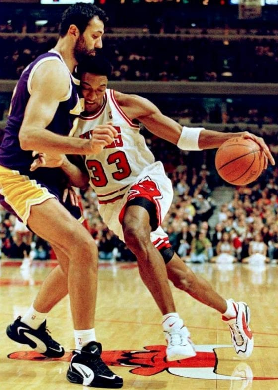 Vlade Divac and Scottie Pippen wearing the Nike Air Way Up. Photo via NBA