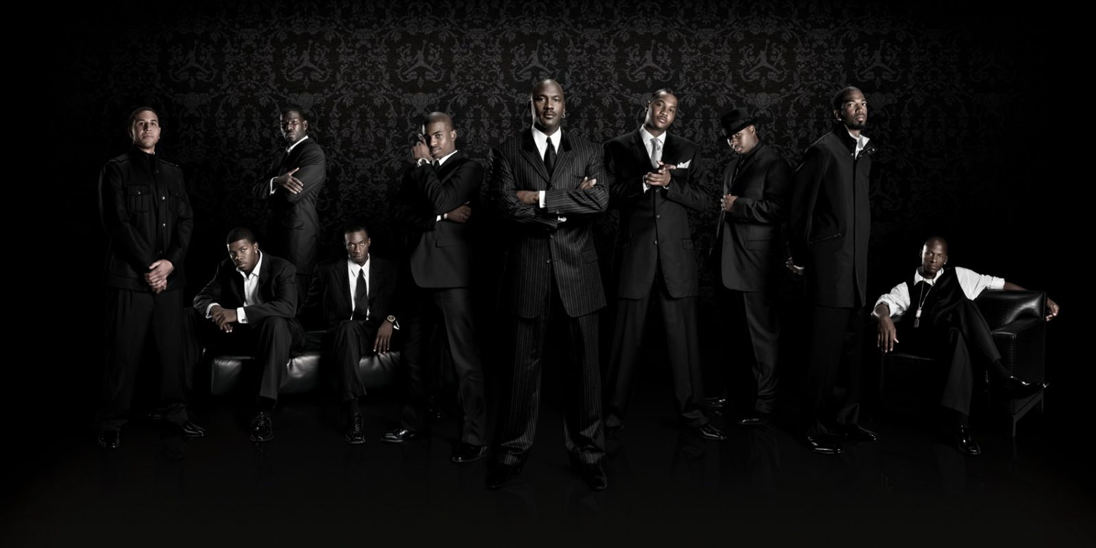 Team Jordan players (MIke Bibby, Joe Johnson, Michael Finley, Josh Howard, Chris Paul, Michael Jordan, Carmelo Anthony, Quentin Richardson, Richard Hamilton, Ray Allen) (photo cred: Nike/Jordan Brand)